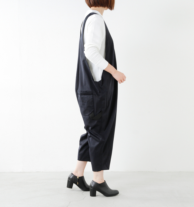 model yumi  height:165cm / weight:52kg color : navy / size : F