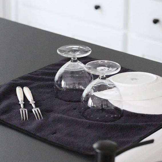 ※色移りの可能性がございますにで濡れたままの状態でテーブル等に放置しないでください。ご注意ください。