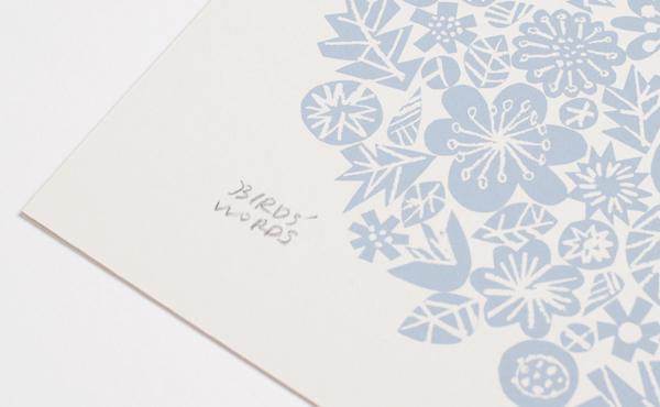 伊藤さんの描いたスケッチを、そのままシルクスクリーンに。 手描きの余韻が残るよう、熟練の技で版を作り、微細な色も忠実に印刷しています。