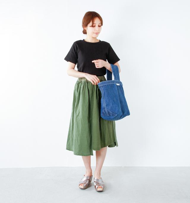 model yama:167cm / 49kg color : blue / size : F   普段使いに丁度良く、A4サイズの書類もバッチリ入れられる便利な大きさです。