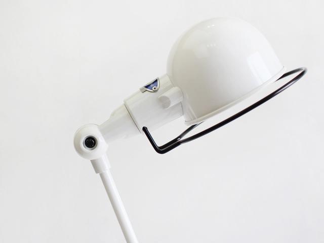 ヘッドのまあるいフォルムといい、キャラクター性のあるデザインがインテリアにひとさじのアクセントを加えてくれます。
