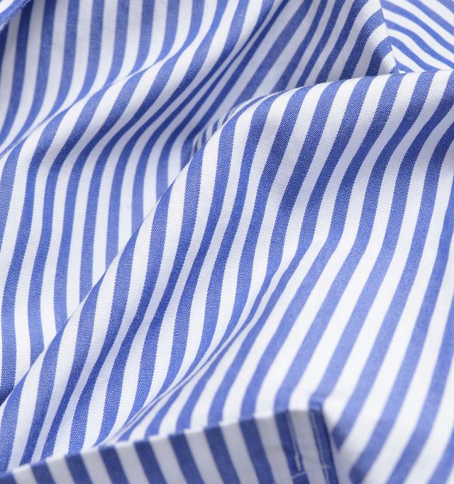 高密度で薄手の清涼感のあるコットン生地。ハリがあり、さらりとした肌触り。爽やかなストライプ柄。 cotton 100%