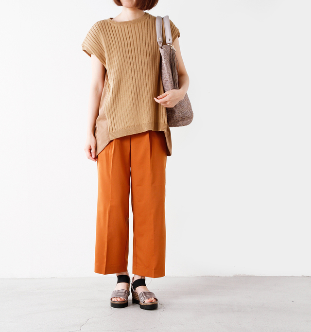 model yumi:165cm / 52kg color : taupe / size : 38