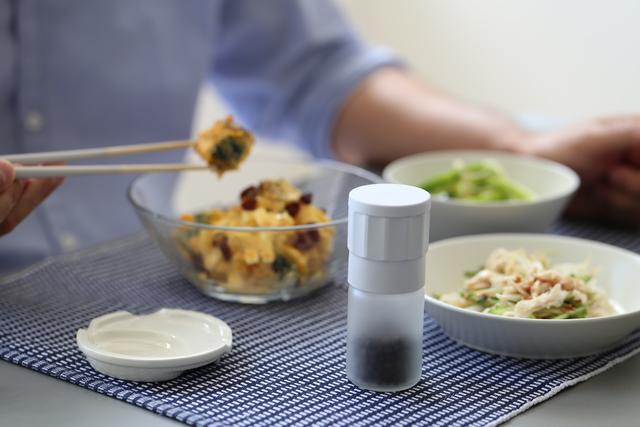 サイズ:直径4.3cm×高10.25cm  小さなサイズですので食事の時も邪魔になりません。
