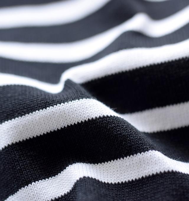 定番人気を誇るオーシバルのB419よりも生地感に程良い厚みのあるコットンルールドを採用。しっかりと目の詰まった上質な綿100%生地です。厚地で丈夫な生地感が特徴。着る程に体に馴染み、より優しい肌触りとなります。1枚でも透け感がなく安心して着用可能。洗濯にも強く、タフさも人気のポイントです。