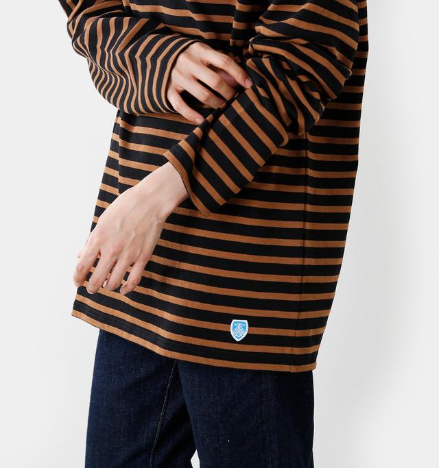 ユニセックスで豊富なサイズ展開のオーチバルのボーダーバスクシャツ。思い切って大きいサイズを選びオーバーサイズに着こなしてみましょう。オーセンティックな雰囲気は残しつつもグッと今年らしい雰囲気に。定番のアイテムも全く違った印象です。