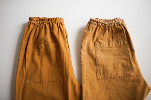 左:新品 右:着用3年経過。 ジーンズみたいな育ち方。どんどん自分らしく変化していく「もんぺ」。