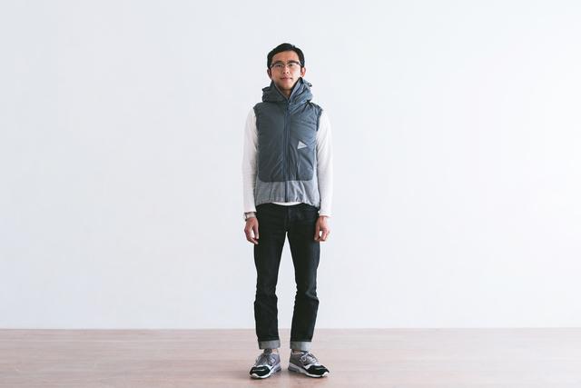 シャツの上からさっと羽織って、より肌寒い日はニットの上に重ねて。 ポーラテックのフリースと、速乾性、撥水性、保温性、圧縮復元力のあるPRIMALOFT(プリマロフト)Silver Insulationの中綿をコンビにしたベスト。中綿を包む生地はPERTEX QUANTUM AIRを使用しています。