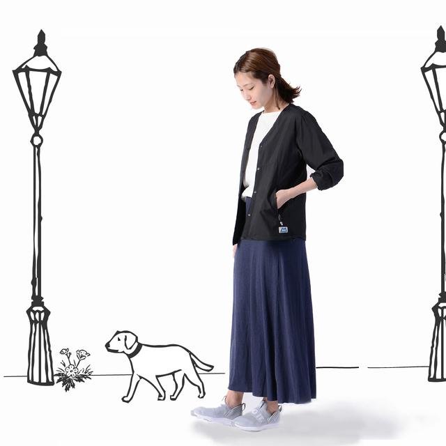 「MOUNTAIN EQUIPMENT(マウンテンイクイップメント)」の日本限定企画のイージーカーディガン。アクティブなシーンで活躍する機能性を備えつつも、ファッション性にも富んだライトアウター。サラッとした着心地で、色々なシーンで気軽に羽織れる一着です。
