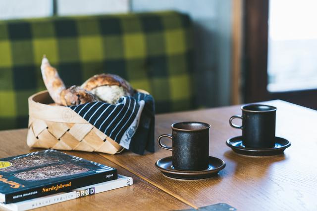 すっきりとした佇まいが美しい、コーヒーカップアンドソーサーもご用意していますよ。