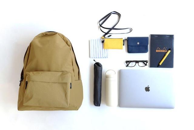 DAILY DAYPACKをひと回り大きくしたCOMMUTE DAYPACK。  通勤や通学、マザーズバッグとして、普段荷物の多い方におすすめのサイズです。