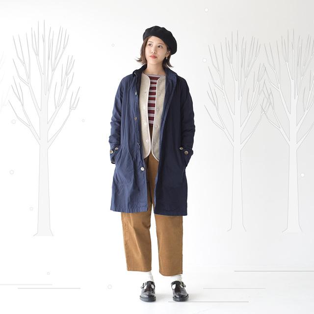 薄手で軽量なアイテムなので真冬は、コートなどのインナーとしても活躍してくれます。